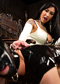 Kink Presents pic 4